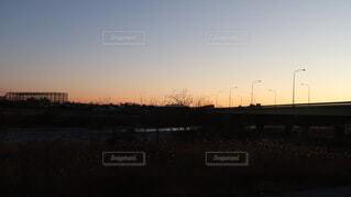 風景,空,屋外,太陽,朝日,雲,川,暗い,河原,高速道路,電灯,正月,お正月,日の出,新年,初日の出