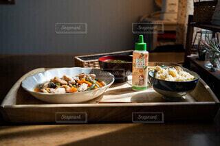 朝食とミネラルの写真・画像素材[4672260]