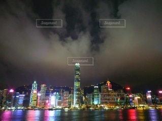 夜の都市の眺めの写真・画像素材[3163642]