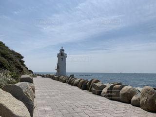 海,空,屋外,ビーチ,水面,海岸,山,岩,コンクリート,灯台,石,クラウド