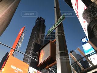 空,建物,屋外,標識,都会,高層ビル,信号機,ポール