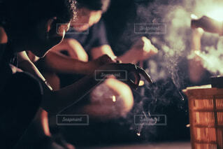 みんなで線香花火の写真・画像素材[3619461]