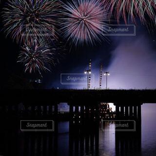 橋と打ち上げ花火の写真・画像素材[3619503]