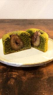 栗の渋皮煮の抹茶ケーキの写真・画像素材[3810076]