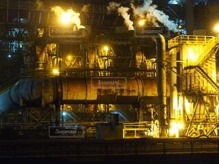 夜の工場の写真・画像素材[4075990]