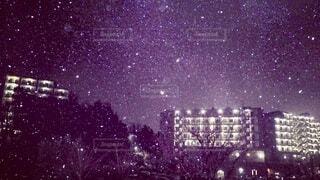 街に雪が降るの写真・画像素材[4136946]