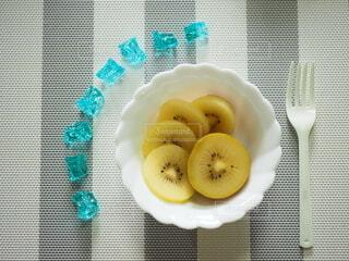 キウイフルーツを召し上がれ(1)の写真・画像素材[4819877]