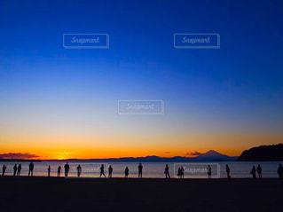 夕陽を眺める...の写真・画像素材[3209506]