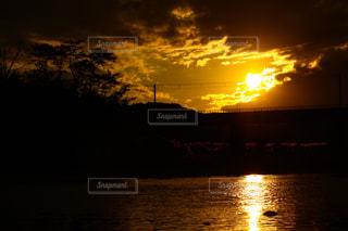 日没間近の多摩川の写真・画像素材[3153899]