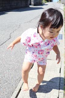 子ども,夏,屋外,少女,人,赤ちゃん,祭り,地面,幼児,甚平