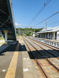 駅のホームと青い空の写真・画像素材[3240955]