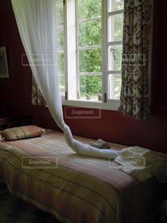 ベッドルームのカーテンの写真・画像素材[3321605]