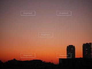 日没時の都市の眺めの写真・画像素材[3410303]