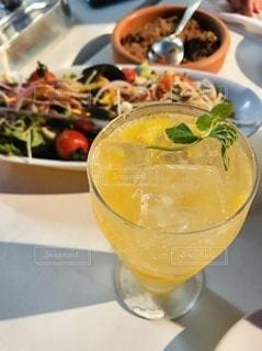 飲み物,インテリア,ディナー,水,氷,ガラス,爽やか,コップ,食器,グラス,カクテル,美味しい,ドリンク,ビアガーデン,ライフスタイル