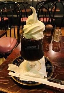 アイスコーヒーのソフトクリーム乗せの写真・画像素材[3684619]
