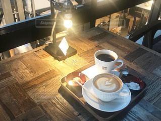 カフェ,コーヒー,屋内,テーブル,マグカップ,食器,ドリンク,木目,コーヒー カップ