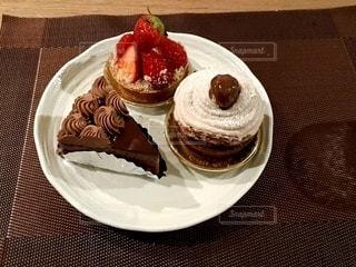 ケーキ,クリーム,デザート,テーブル,皿,チョコレート,おいしい,イチゴ