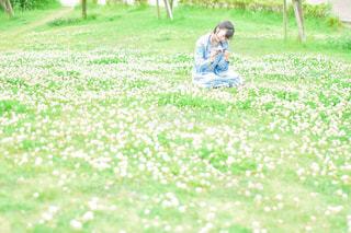 シロツメクサと私の写真・画像素材[3160782]