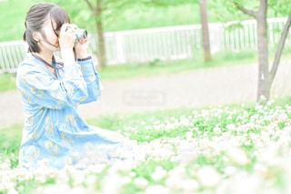 シロツメクサと私の写真・画像素材[3160786]