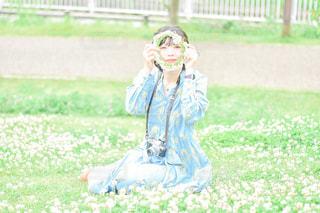 シロツメクサと私の写真・画像素材[3160787]