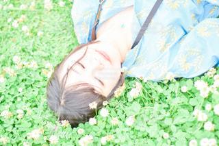 シロツメクサと私の写真・画像素材[3160819]