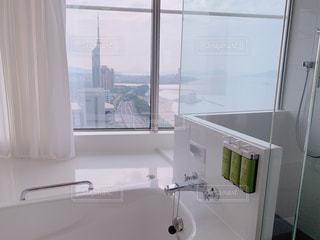 バスルーム,屋内,部屋,ガラス,外,リラックス,お風呂,シャワー,デザイン,ホテル,タイル,浴槽,ガラス張り,リッチ,バスタブ,頑張った