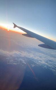 風景,空,屋外,雲,夕暮れ,飛行機,飛ぶ,旅,翼,航空機,雲の上,地球,フライト,旅客機,航空,ジェット,日中