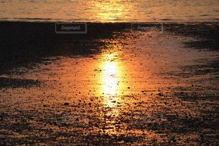 自然,海,太陽,砂,岩場,夕焼け,海岸,反射,日没,夕陽,香川,海水浴場,潟,海岸寺,太陽劇,海岸寺海水浴場