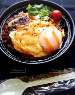 テイクアウトのロコモコ丼の写真・画像素材[3252319]