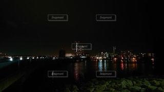 夜,夜景,川,水面,都会,高層ビル,都市の景観