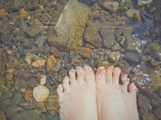 女性,足,水,川,水面,岩,高校生,石