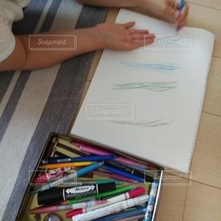 ペン,色鉛筆,紙,おえかき,おうち時間