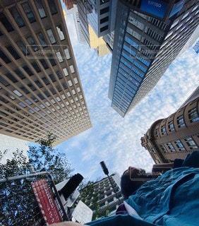 風景,空,建物,ビル,雲,きれい,綺麗,タワー,美しい,都会,人,高層ビル,信号,横断歩道,朝,通勤,city,オーストラリア,シドニー,下アングル,スカイ,下から,クラウド,そら,くも,キレイ,シティー,アリ,CBD