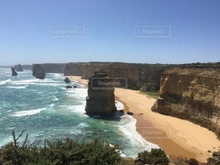 自然,風景,海,空,絶景,屋外,ビーチ,きれい,綺麗,砂浜,水面,海岸,山,観光,岩,水しぶき,外,崖,旅行,芸術,オーストラリア,エメラルドグリーン,ロードトリップ,ロック,見下ろす,メルボルン,広大,室外,キレイ,グレートオーシャンロード,レイヤー,トリップ,素晴らしい,層,自然の芸術