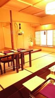 屋内,窓,椅子,テーブル,机,床,壁,家具,和室,日本,チェア,畳,和風,木目,インテリア デザイン