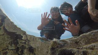 水中からのツーショットの写真・画像素材[1208481]