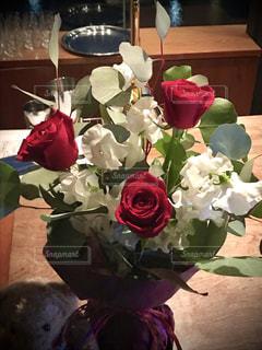 花,屋内,赤,白,花束,花瓶,バラ