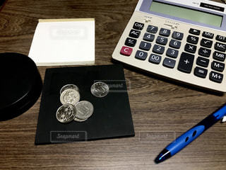 テーブル,メモ,お金,電卓,事務