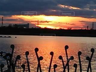 情熱的な夕焼けの写真・画像素材[3392380]