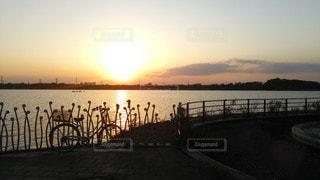 夕焼けとママチャリの写真・画像素材[3396374]
