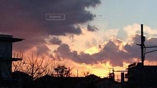 都市に沈む夕陽の写真・画像素材[3405610]