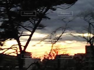 雨雲と夕焼け空の写真・画像素材[3433970]