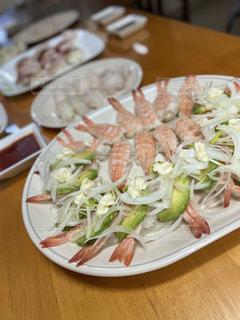 食べ物,食事,ディナー,屋内,テーブル,皿,食器,サラダ,和食,寿司,エビ,魚介類,在宅,アボガド,握り寿司,エビアボガド寿司