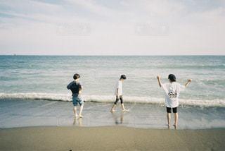自然,風景,海,空,夏,屋外,ビーチ,雲,砂浜,水面,海岸,人,青春,水遊び,summer,サマー,友達,茅ヶ崎,フレンズ,たわむれ,海時間