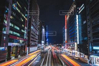 空,建物,夜,屋外,道路,都会,道,高層ビル,台湾,明るい,台北,ダウンタウン,交通,車両,都市の景観