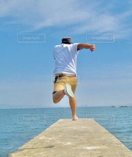 海,空,夏,ジャンプ,観光,人,元気,レジャー,躍動,楽しむ