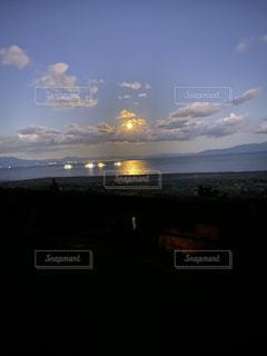 自然,風景,海,空,屋外,湖,ビーチ,雲,夕暮れ,水面,くもり,クラウド,映え,iPhone11ナイトモード