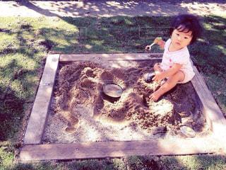 公園,屋外,子供,少女,人,赤ちゃん,幼児,砂遊び,砂場,日中,木影