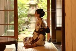 和室で佇む浴衣女性の写真・画像素材[3518917]