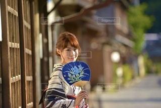 団扇をもつ美しい浴衣女性の写真・画像素材[3548461]